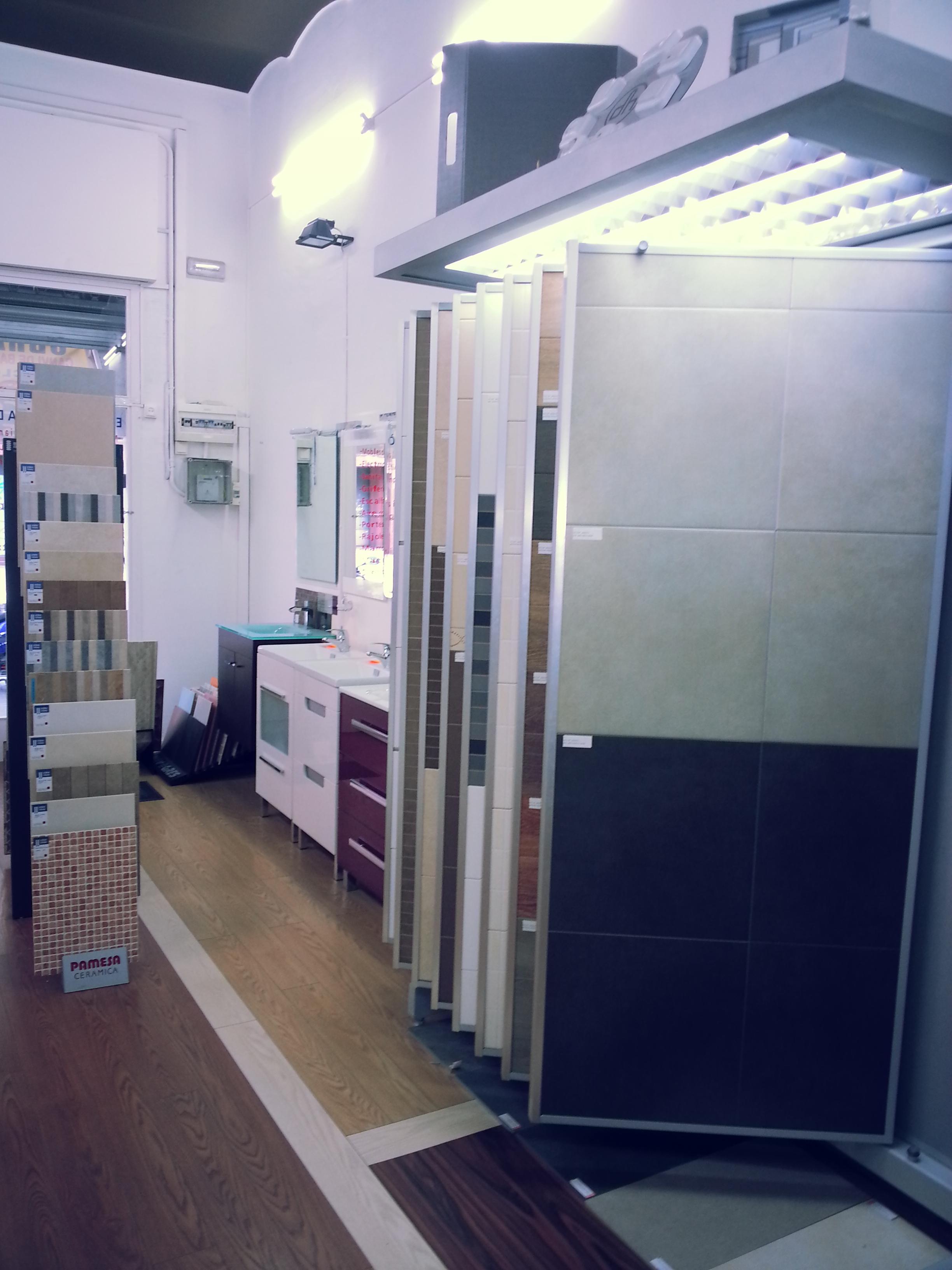 Nuestra tienda en barcelona mamparas de ba era y ducha for Mamparas ducha barcelona